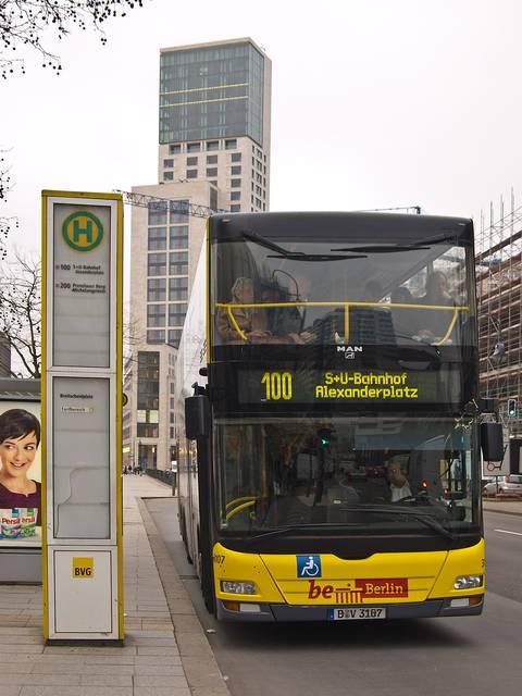2階建てバスのある公共バス路線100