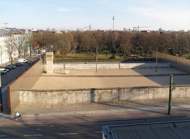 ベルナウアー通りのベルリンウォールメモリアル