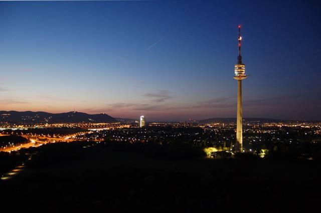Donauturm(ドナウタワー)、展望台、レストラン、バー、毎日営業