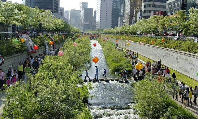 Cheonggyecheon creek in central Seoul