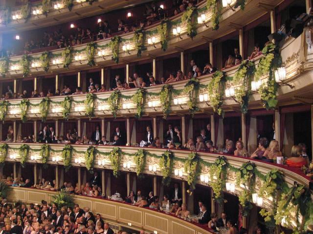 ウィーンオペラほど新年を迎えるためのスタイリッシュな方法はありません