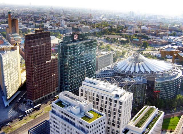 ドイツ鉄道とダイムラーの本社であるポツダム広場の景色