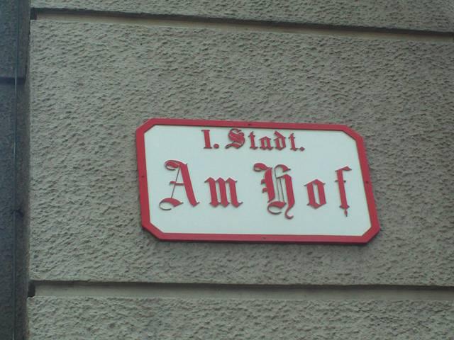 """1.、第1地区である地区名 """"Innere Stadt""""を省略した古い道路標識。"""