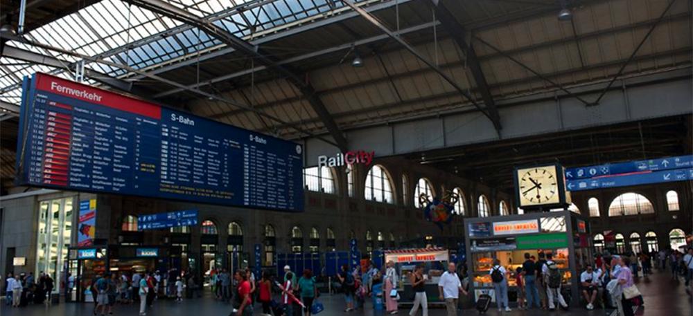 Zürich HB departure board